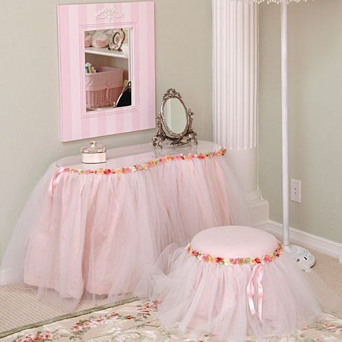 Take it from someone who is always with her family full of little girls. This is the DREAM room for them.