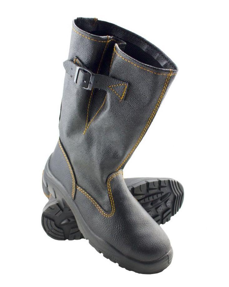 Модель универсального применения. Союзка и задник выполнены из натуральной кожи. Голенище из трехслойной кирзы защищает ноги от внешних воздействий. Регулируемый по ширине ноги ремешок обеспечивает дополнительный комфорт во время работы. Легкая однослойная полиуретановая подошва износоустойчива и обладает амортизирующими свойствами, имеет ярковыраженный протектор, препятствующий скольжению. Вкладная мягкая демпфирующая стелька эффективно распределяет нагрузку по всей поверхности стопы.