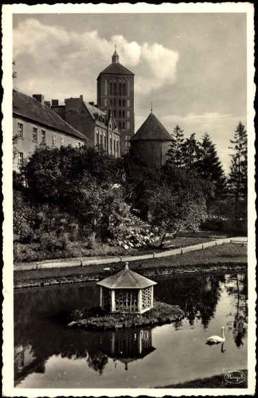 Postcard Braunsberg, East Prussia, Swan pond, towers