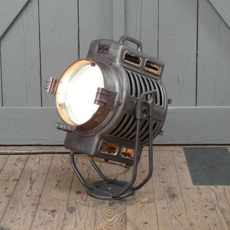 Vintage Arnold  Richter studio light. In pristine condition. – We collect similar ones – Only/Once – www.onlyonceshop.com