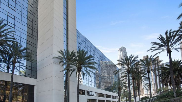 Exterior of L.A. Hotel Downtown. Hotels in LA #downtownla #travel #traveler #beautifulhotels #hotel #travelblog #socal #southerncalifornia #la #losangeles