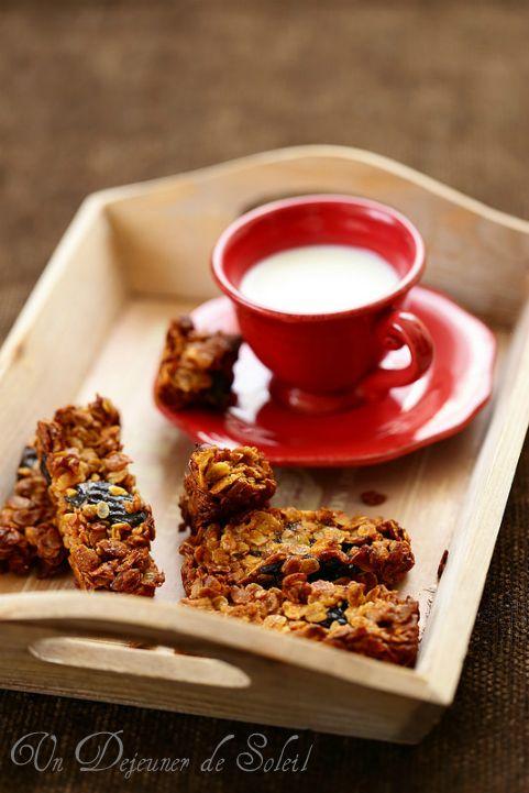 Barres de céréales maison aux pruneaux et aux noisettes (sans beurre)