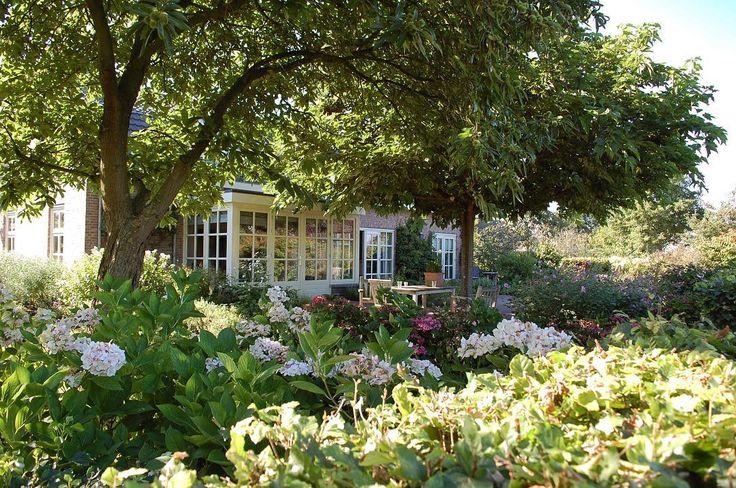 33 best images about voorbeeld tuinen on pinterest het weer kunst and mists for Schaduw een terras