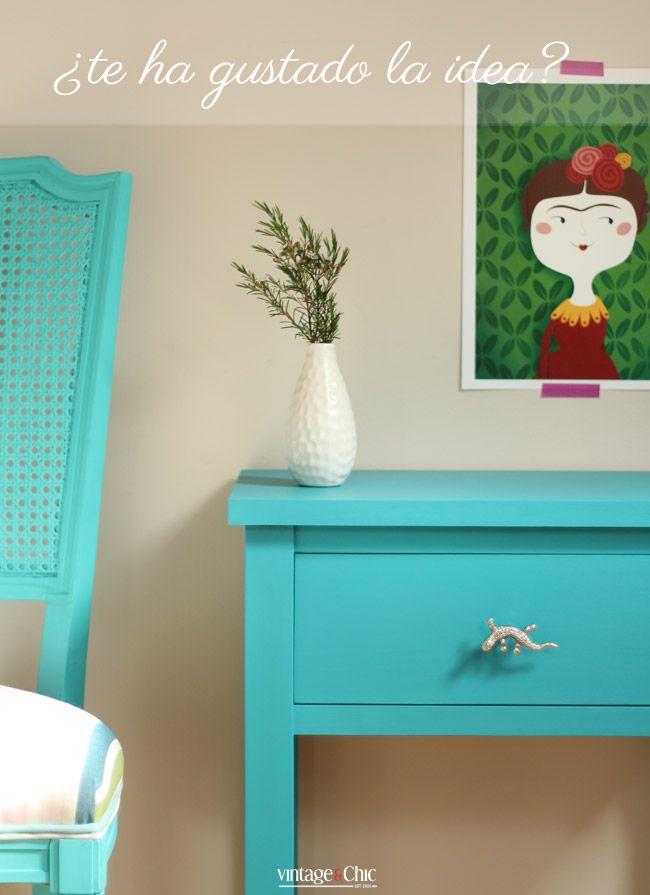 2-silla-turquesa-y-mesita-de-noche-azul