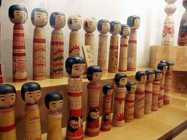 50808_076 Japon - Séjour à Aomori - Les Kokeshi ou poupées traditionnelles japonaises en bois