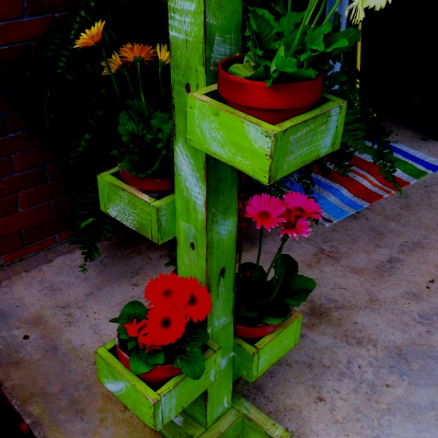 Plant Stand I Could Make This Taller Using A 4x4 Post Love