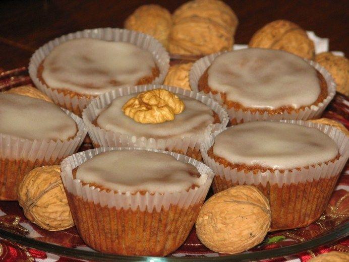 Orzechowe muffinki z lukrem