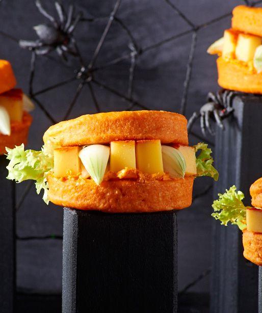 """Gruselige Burger mit """"scharfen Zähnen"""" zu Halloween"""
