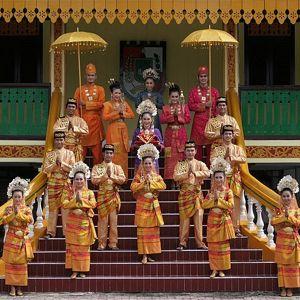 Mengenal Pakaian Adat Melayu Riau