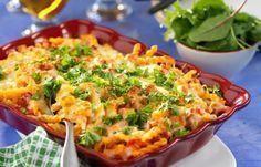 Härlig allt i ett-rätt! Krämig gratäng med kassler, paprika och massor av ost är lättlagad och god mat som uppskattas av både stora och små.