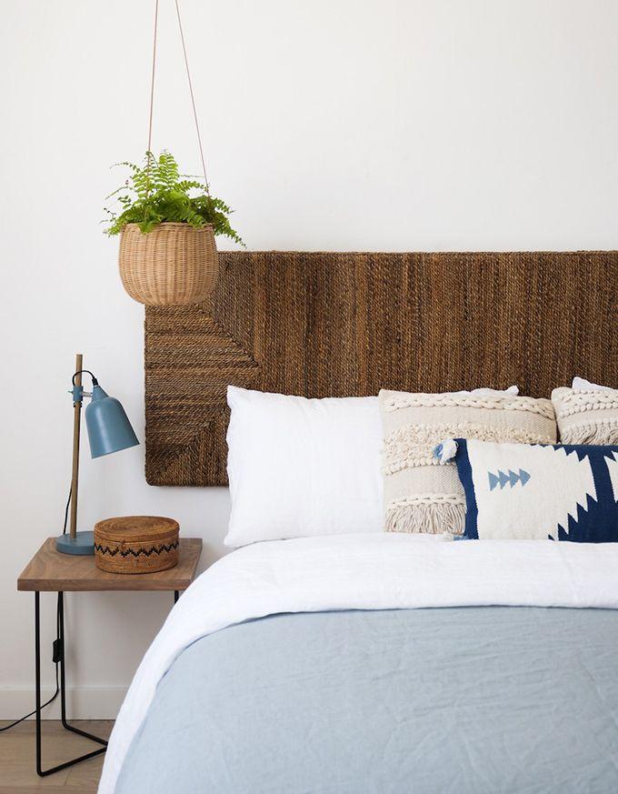 Los muebles de ratán llegan a nuestras vidas en forma de cabeceros, sillas o espejos. Un toque natural para la casa que nos encanta.