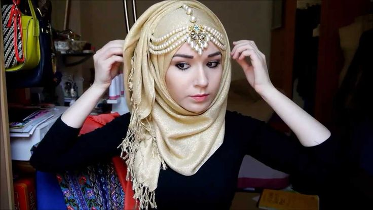 It's a hijab tutorial, but we're going to have a lot of fabric draping in the show and I love the layers on the sides of her head.
