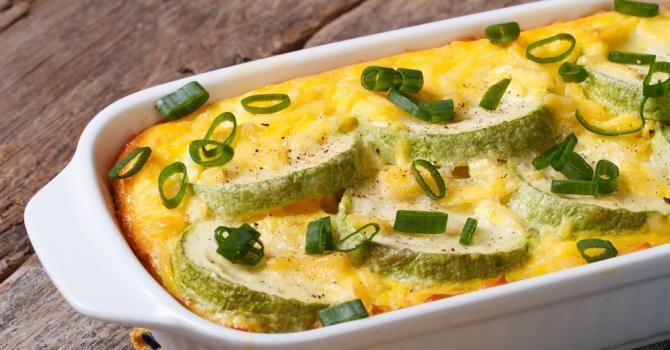Recette de Gratin de courgettes façon omelette. Facile et rapide à réaliser, goûteuse et diététique. Ingrédients, préparation et recettes associées.