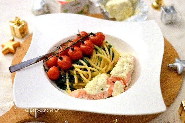 Pasta met zalm boursin tomaten en spinazie
