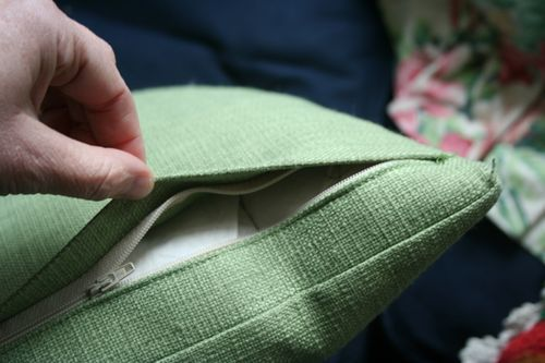 Put A Zipper In Your Pillow - Video Tutorial and Written Tutorial with Photos