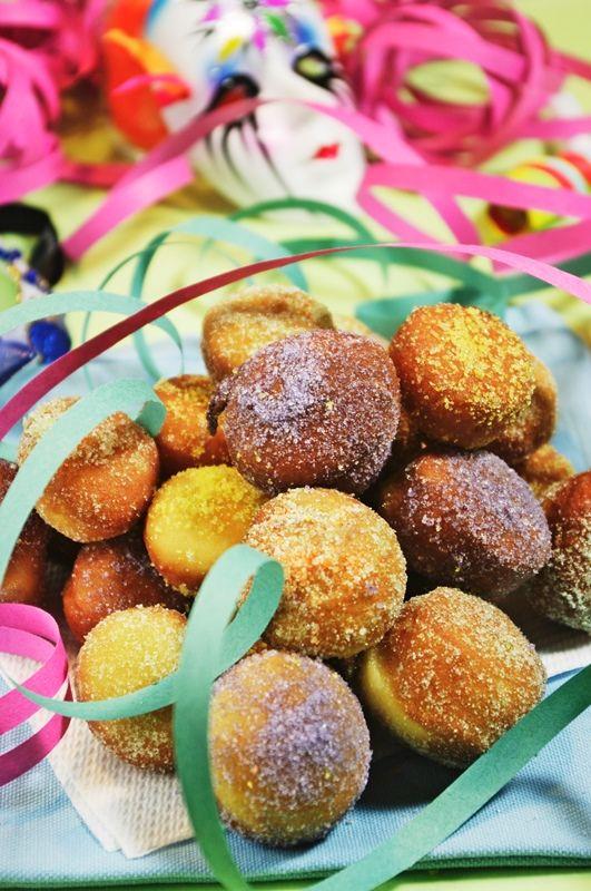 Mini bomboloni con zucchero colorato: una dolcissima idea per i dolci di #Carnevale!    Scopri come prepararli...