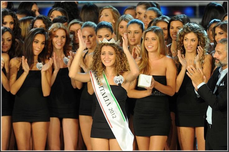 Giusy Buscemi è la nuova Miss Italia. Nata a Mazara del Vallo, in precedenza eletta Miss Wella Professionals Sicilia, 19 anni, alta 1,75 metri, capelli biondi e ricci, occhi verdi, ha trionfato ieri nel concorso di bellezza piu importante e noto a livello nazionale che si è svolto a Montecatini Terme.