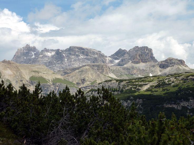 Punta dei Scarperi, Lastron dei Scarperi e Gruppo del Sassovecchio visti dalla Croda dell'Arghena.