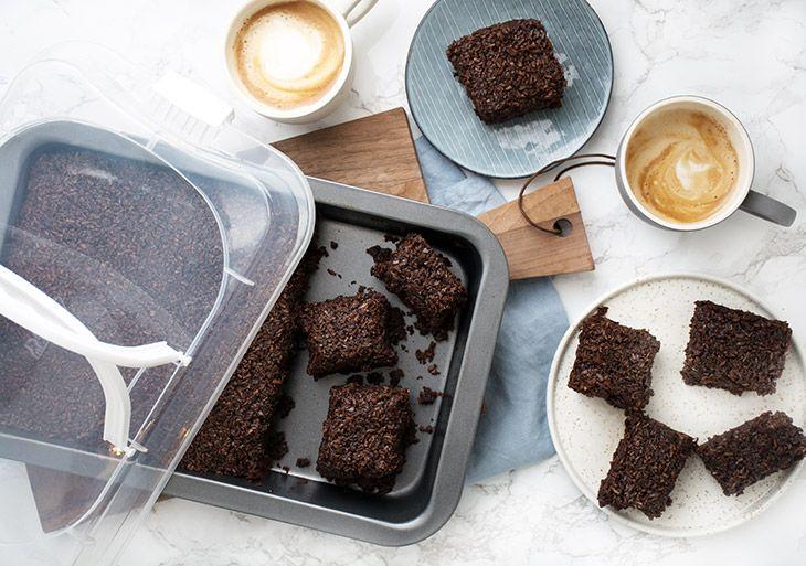 Den du ved nok – chokoladekage med kokos og kaffeglasur