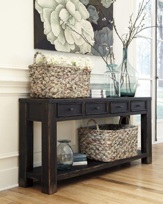 Dunklen rustikalen Konsolentisch mit Schubladen und einem Regal