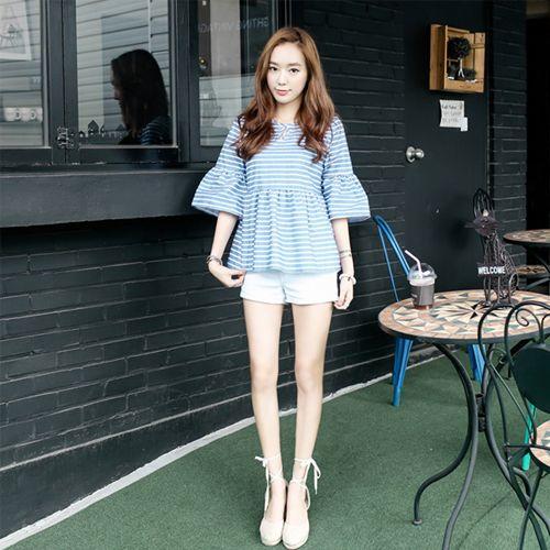 """Korean [K8Star] Cotton Striped Pattern Blouse「koreabuys.com」 """" Blus berpoint celah di bagian leher.  Berbahan katun yang nyaman dipakai dengan corak garis."""""""