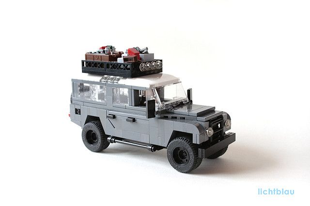 filosantler:  Land Rover Defender by _lichtblau_ on Flickr.