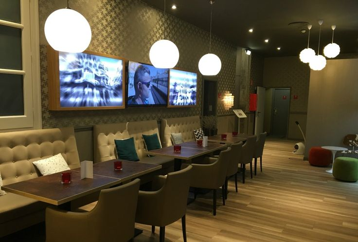 Where to stay in Barcelona before a cruise: Hotel Leonardo lunge bar