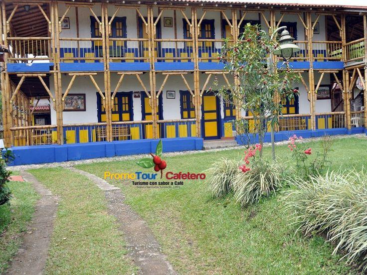 FINCA AGROTURISTICA Ref 005.  CAPACIDAD: para 80 personas, distribuidas 2 cabañas, arquitectura en guadua, con 20 habitaciones con baño privado, Direc TV,  agua caliente SERVICIOS: Piscina /Jacuzzi /Zona BBQ /Juegos infantiles Cancha de microfútbol/ Voleibol playa /Cancha de Tejo Mesa de Billar /Mesa de Billar pool /Salón de reuniones Parqueadero / Amplias zonas verdes UBICACIÓN: Vía Barcelona, De fácil acceso para su desplazamiento, a 10 Minutos de Armenia, 30 minutos parq