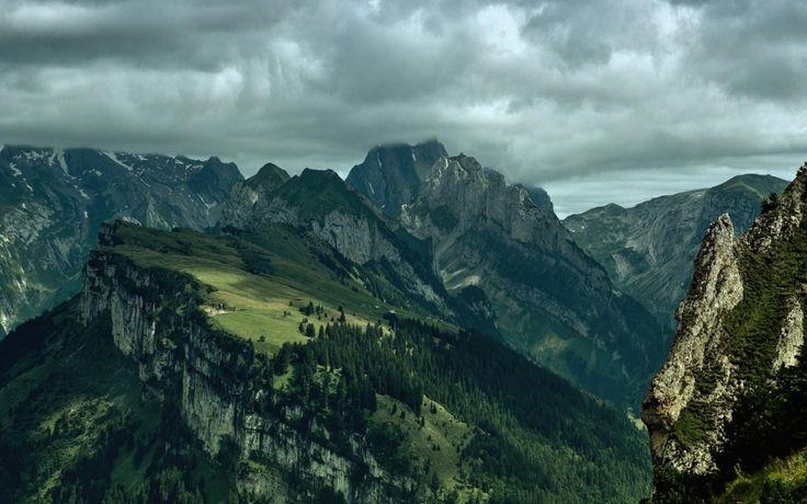 Bulutlu Muhteşem Doğa Manzarası