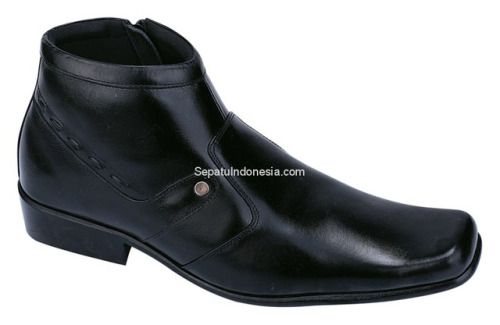 Sepatu boot CDF 037 adalah sepatu boot yang nyaman dan kuat sol...