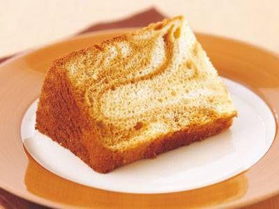 加藤 千恵 さんの卵黄を使った「キャラメルマーブルシフォンケーキ」。キャラメルのほろ苦い香ばしさをプラスして、マーブル模様に仕上げます。2色の彩りと2つの味わいを一度に楽しめます。 NHK「きょうの料理」で放送された料理レシピや献立が満載。