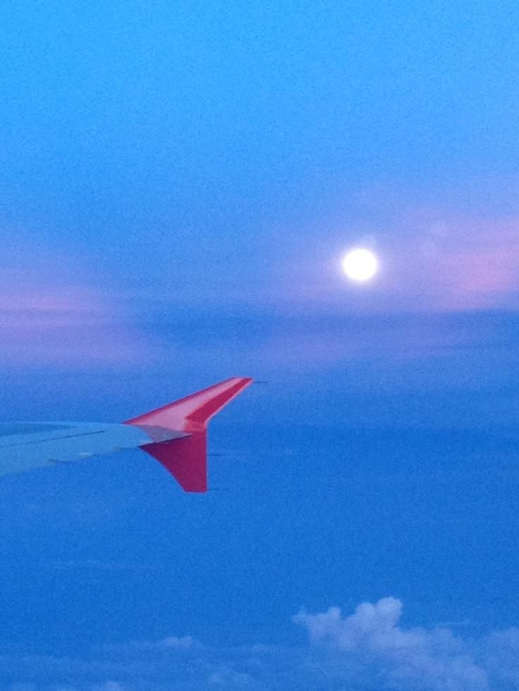 Luna llena a bordo de un A320 de VivaColombia