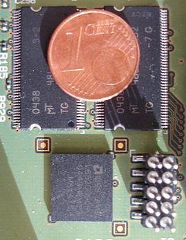 Flashgeheugen wordt veel gebruikt om ingebedde systemen te booten en om configuratiedata op te slaan in plaats van op een gewone harde schijf zoals in een pc. Om een aantal redenen wordt vaak schrijftoegang tot het bestandssysteem op de flash genegeerd;