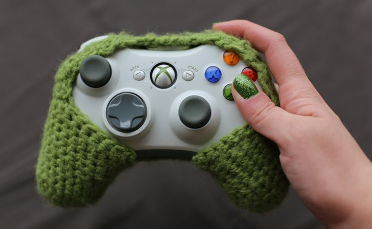 crochet xbox controller cozy by ambermakes