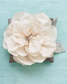 Pretty flowers: Silk Flowers, Faux Flowers, Paper Flowers, Rings Bearer Pillows, Ringpillow, Diy Rings, Fabrics Flowers, Rings Pillows, Flowers Rings