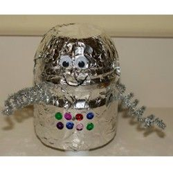 Easy Recycled Robot Craft    Kids love robots and this craft allows them to make their own special robotic pal to include in their dreams of visiting other planets.