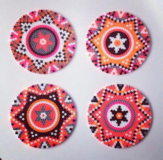 http://actividades.dibujos.net/manualidades/15-ideas-de-manualidades-de-navidad-con-hama-beads.html