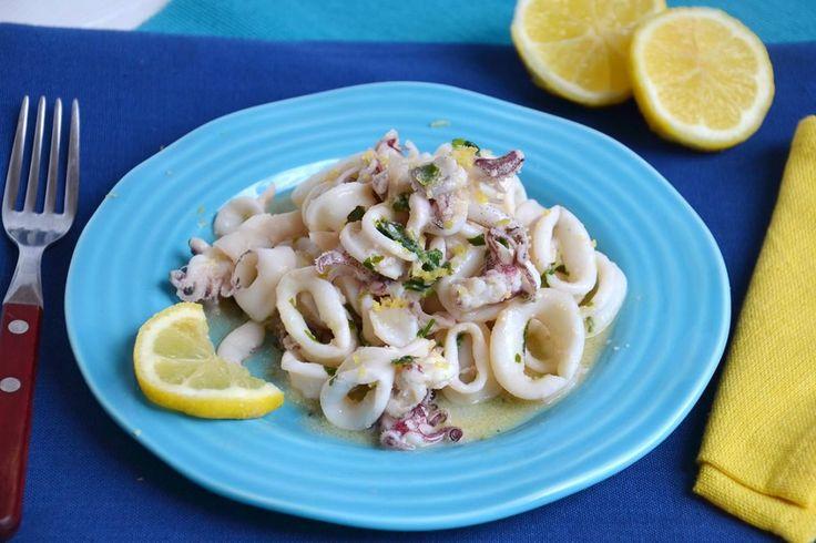 Calamari al limone, scopri la ricetta: http://www.misya.info/ricetta/calamari-al-limone.htm