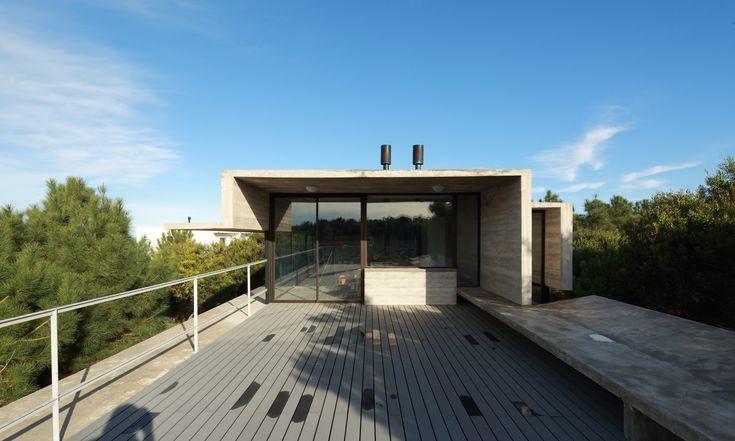 Casa Roland / María Victoria Besonias, Luciano Kruk