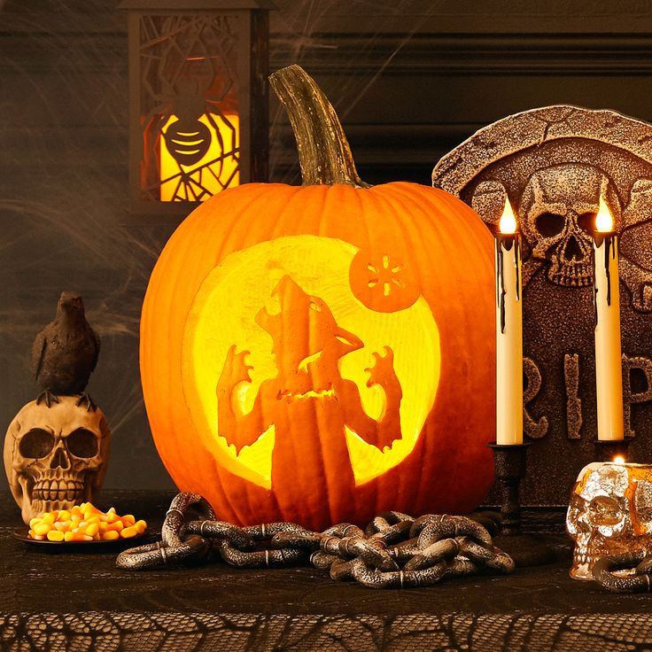 Ow-ow-ow! Make your pumpkin howl this Halloween with this downloadable template! #halloween #pumpkins #pumpkintemplates #pumpkincarving #trickortreat