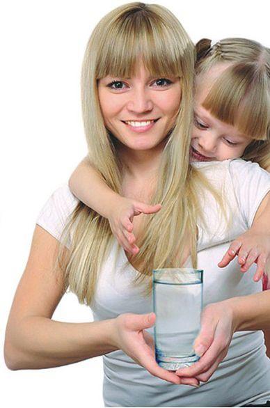 Asztali víztisztítók főbb előnyei: olcsó szűrőbetétek, gyors üzembe helyezés, bárhova magunkkal vihetjük.