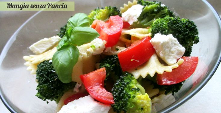 Insalata di pasta con broccoli e caprino: sfiziosa, facile e leggera