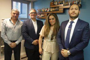 Joe Peixinho, da Exit Lucky Realty, e Jonathan Ortiz, Aída Ivette Lopez e Maurício Viecco, da Alterra Home Loans
