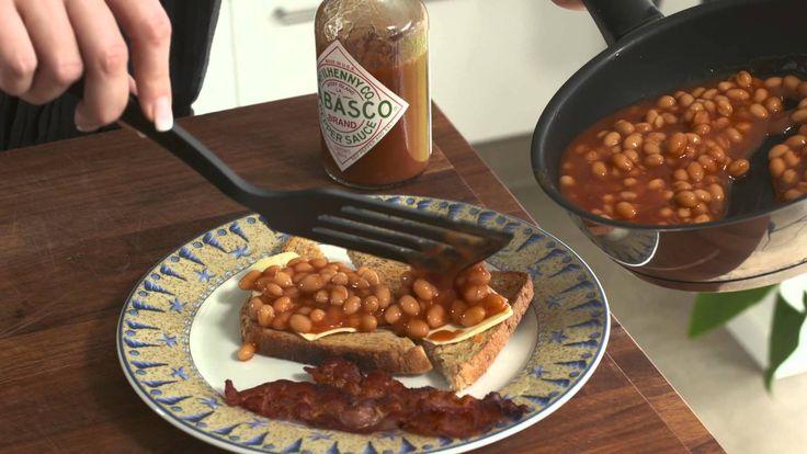 Baked beans med toast og bacon
