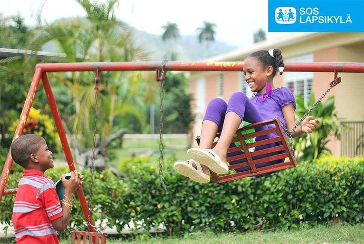Keinu ja kaverit, lapsuuden parhaita juttuja. #Leikki #Lapset #SOS-Lapsikylä #Dominikaaninen tasavalta