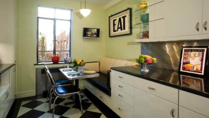 moderne kücheneinrichtung mit kleiner essecke