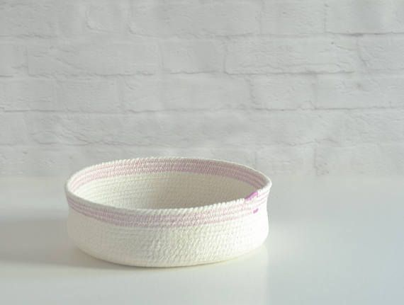 Sturdy rope bowls, Nursery decor, Table top basket, Mediterranean decor, Cotton rope bowl, Key bowl, Natural decor, Gift for her, New home gift ... Receive a 10% discount on your current order by subscribing to our newsletter, just follow the link: http://eepurl.com/cNSHrf Three bowls of the same size with colour accent on the top. It can be use for keys, jewellery, bread, as a centre piece, in the bathroom, or to look at! Natural white cotton rope bowls Scandimed style wi...