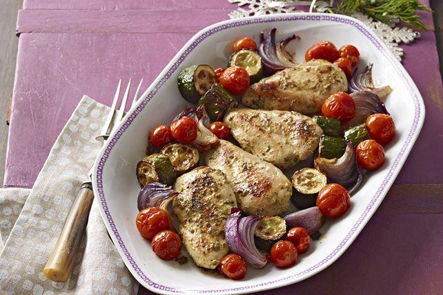 Plat de poulet et de légumes au pesto