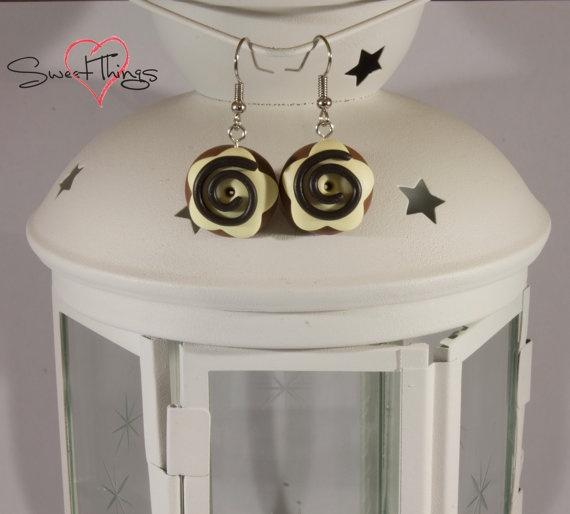 Donut Earrings di SweetThingsFimo su Etsy, €6.00
