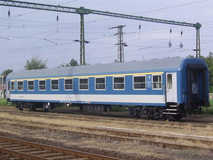 http://nagyattila.org/wp-content/uploads/2011/11/MAV-Szemelyvagon-1-osztaly-aa.jpg
